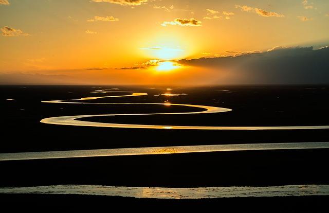 Sunrise - Gently the light returns